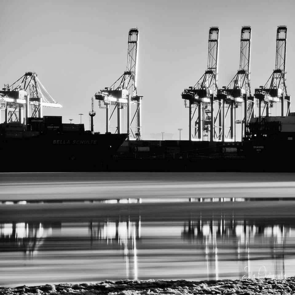 Langzeitbelichtung Hamburger Hafen, Hamburg, Hafenkräne, Containerterminal, Elbeis, Spiegelung, © Silly Photography