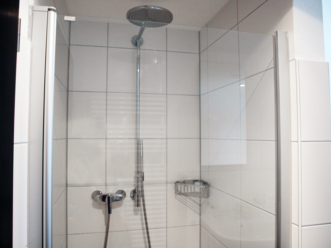 bathroom (rain shower)