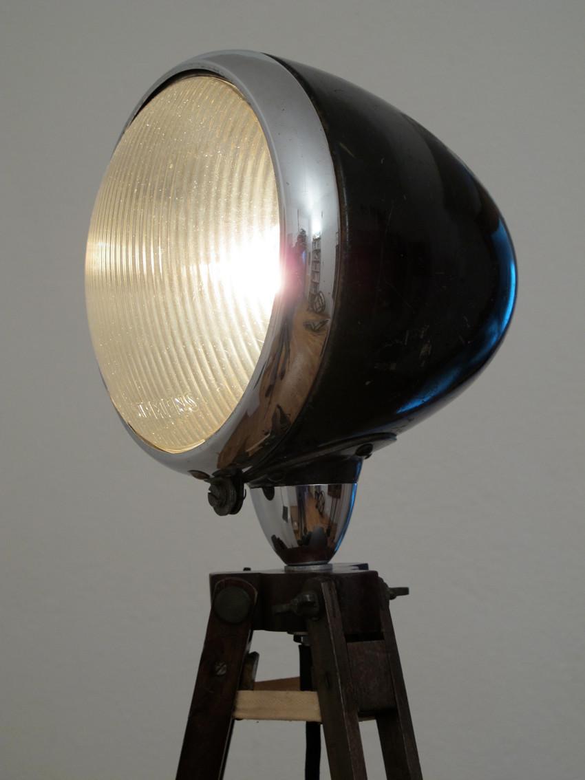 BMW Motorradlampe, Tripot, Stehlampe, Upcycling, Lichtobjekt, Kraftobjekte Wolfgang Wallner Hall in Tirol