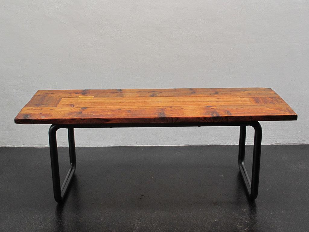 Großer Esstisch aus alten Laufplanken. Größe: 220cmx 90cm | Atelier Wolfgang Wallner - Hall in Tirol