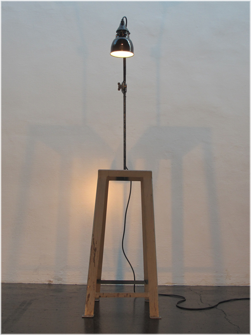 Lichtobjekt Pultlampe upcycling, Email Lampe Kraftobjekte Wolfgang Wallner Hall in Tirol