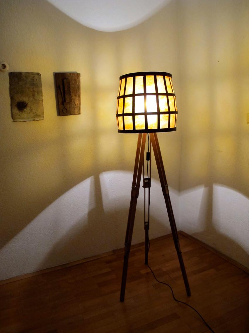 Stehlampe, Weinkorb, Upcycling, Lichtobjekt, Kraftobjekte Wolfgang Wallner Hall in Tirol