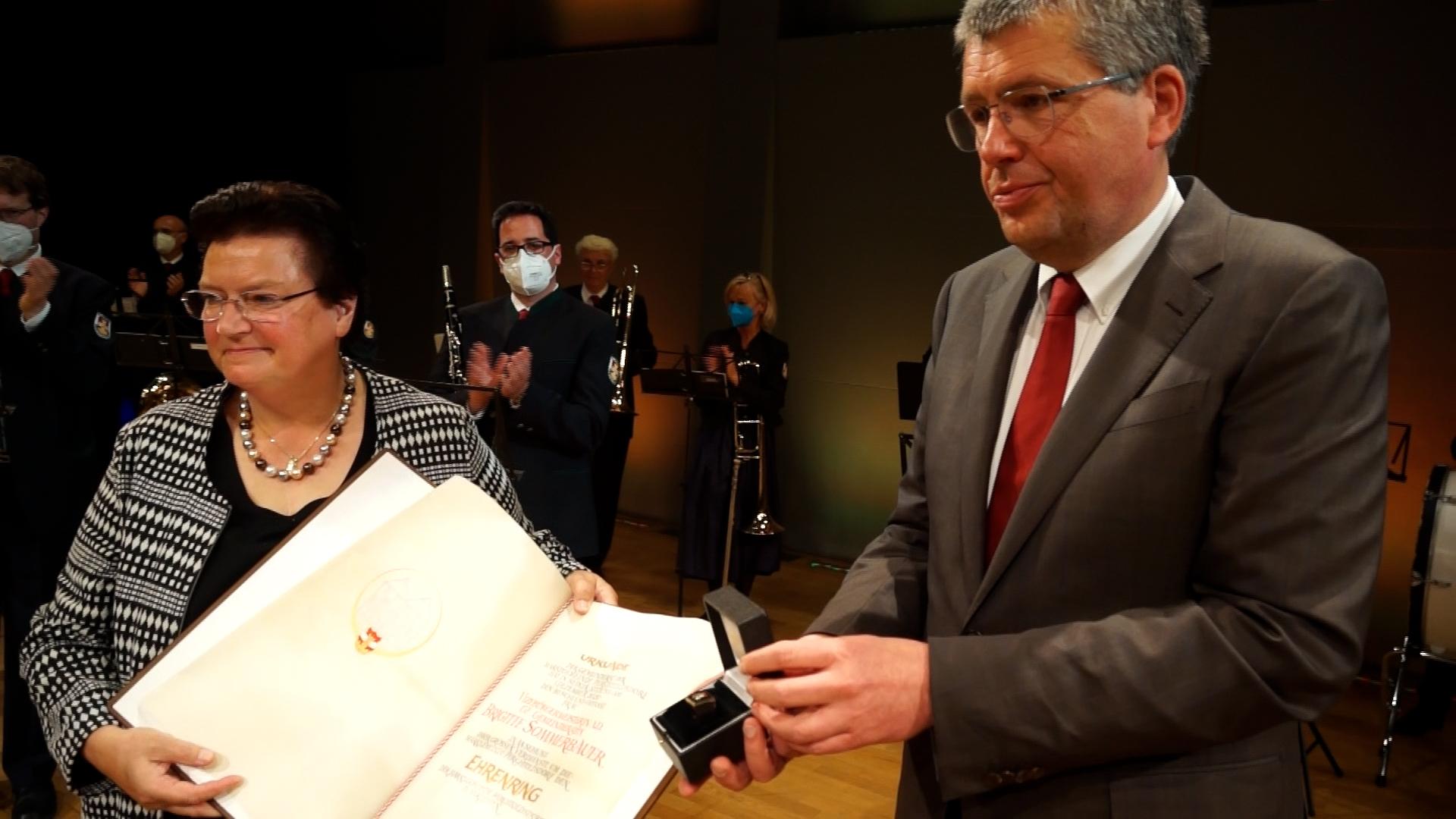 Ehrenring für Brigitte Sommerbauer