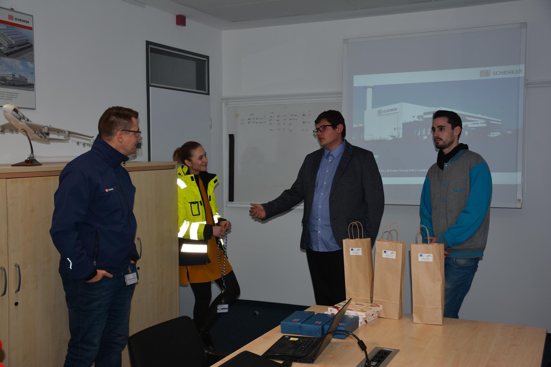 Visita a la empresa logística DB Schenker