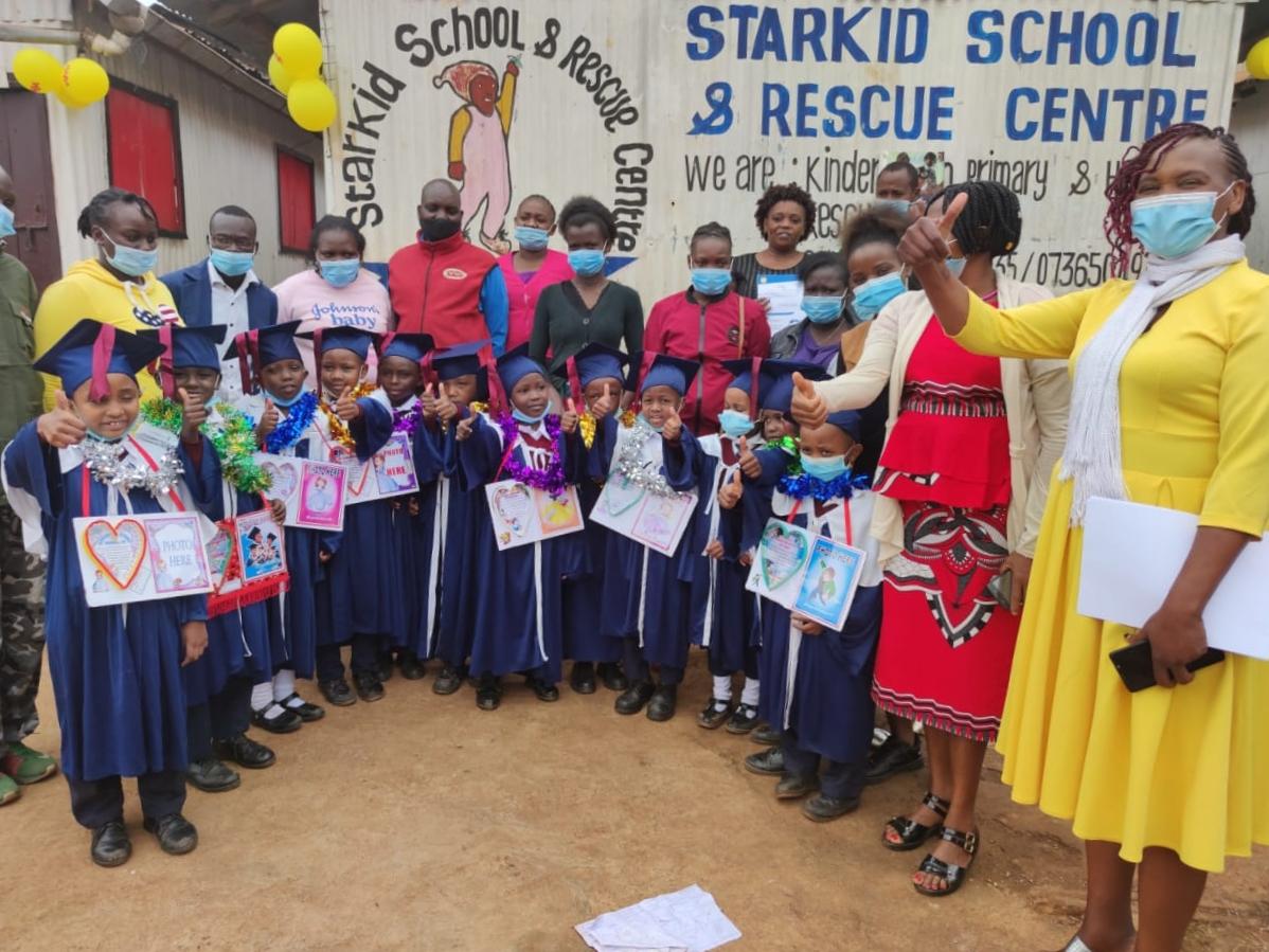 Graduación en Kenia y remodelación del colegio Starkid School