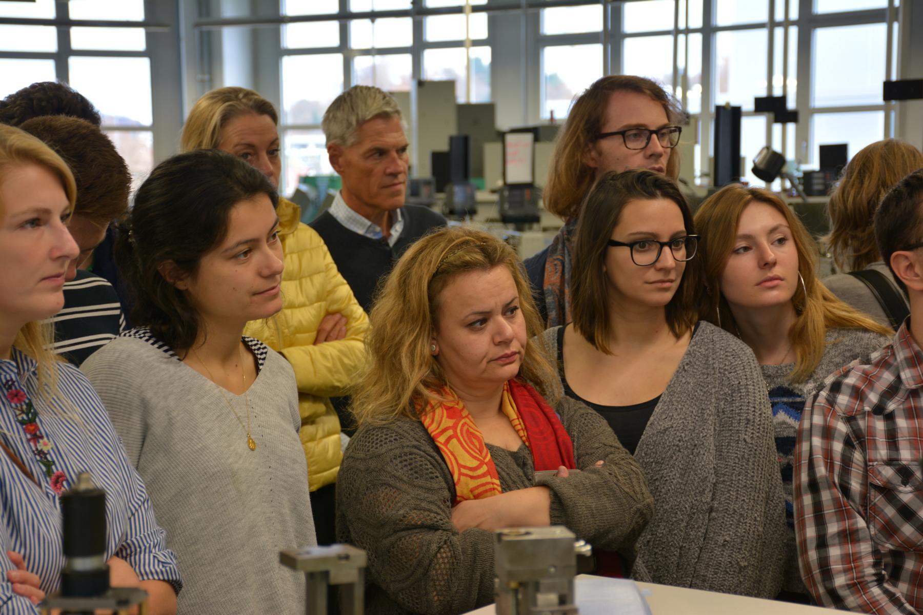 Visita al taller de aprendizaje de Mercedes-Benz