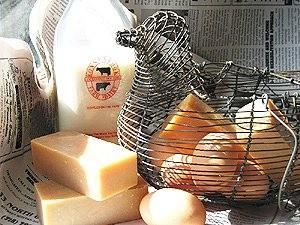 農夫の市場      卵とミルク、ベルガモット、ラベンダー  クラリセージのエッセェンシャルオイル