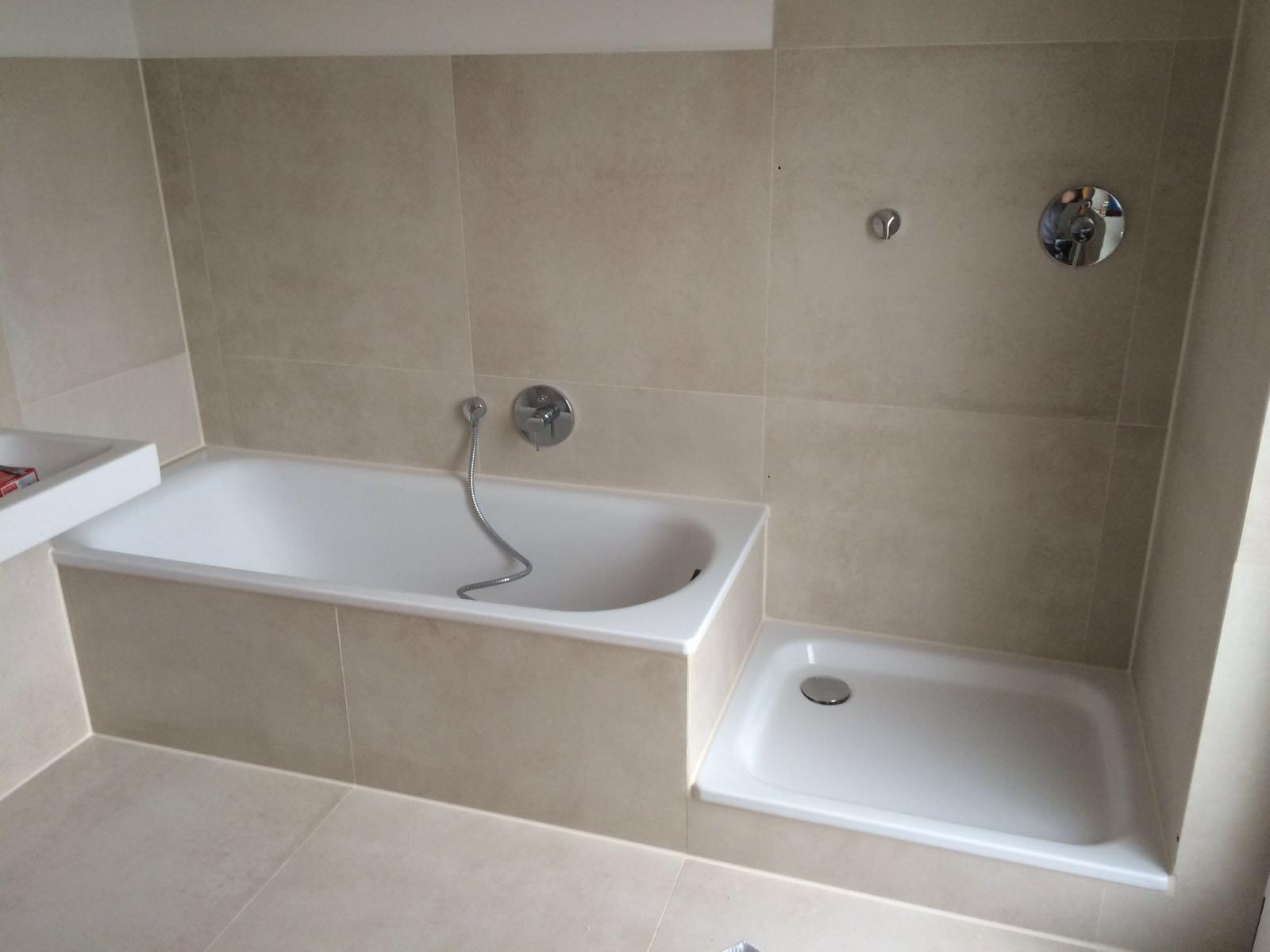 Badsanierung , Badewanne , Dusche , XXL-Fliesen