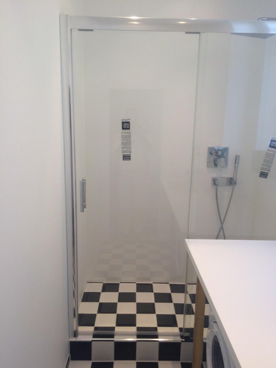 Badsanierung , Fugenlose Wände , Boden Schwarz Weiß Schachbrett Bodenfliese V&B , Corian Waschtisch Sonderanfertigung