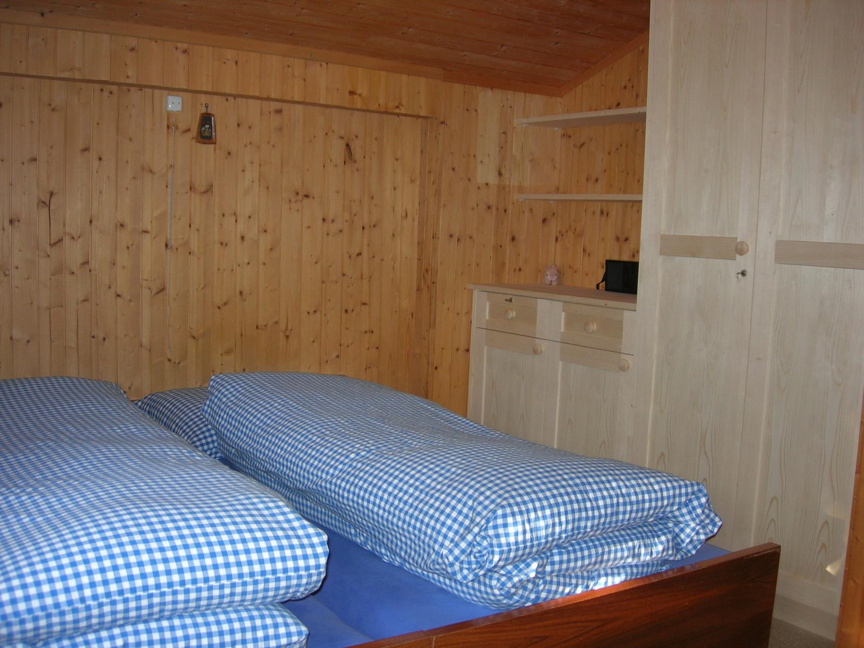 Blaues Schlafzimmer 3 Betten + 1 Matratze