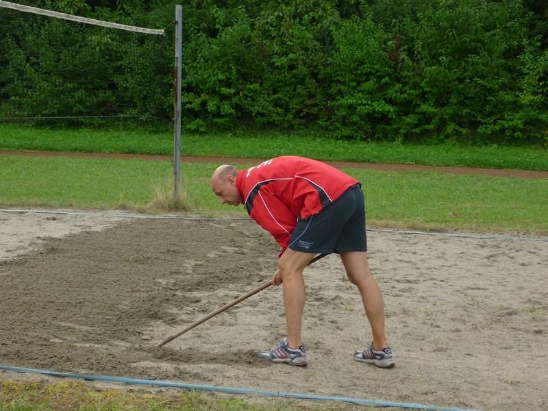 erstmal den Sand lockern