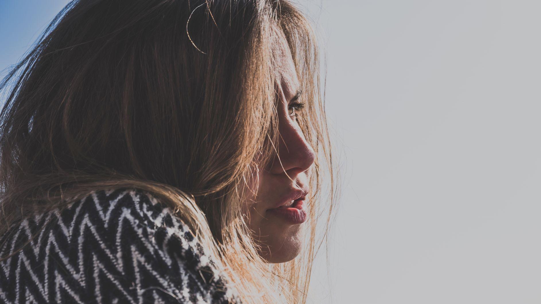 Quelles sont les principales causes de la perte de cheveux chez la femme ?