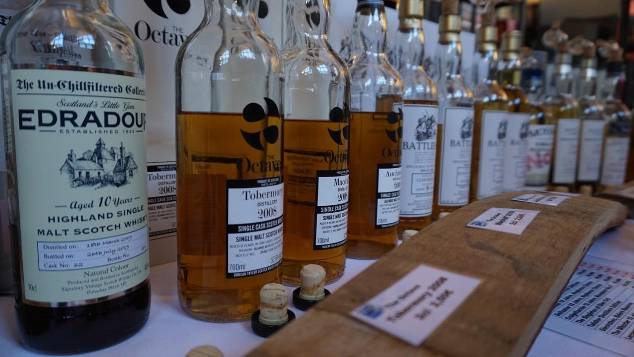 Besondere unabhängige Abfüllungen am Stand von WhiskyEmotions.