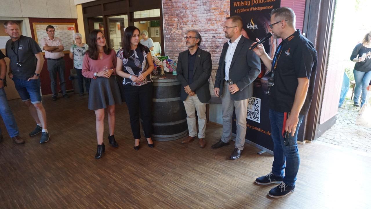 Chairman Uwe Chormann begrüßt die Ehrengäste auf der Whisky Palatina.