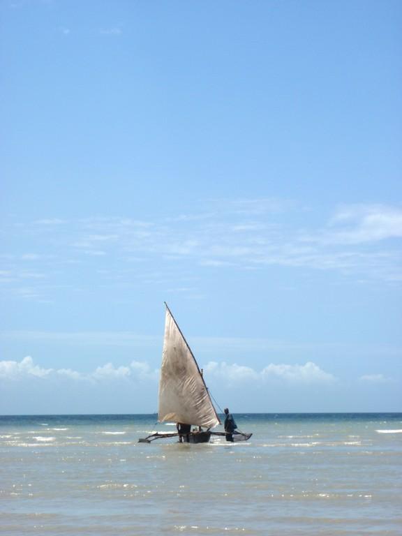Bateau de retour de pêche, Bagamoyo Tanzanie