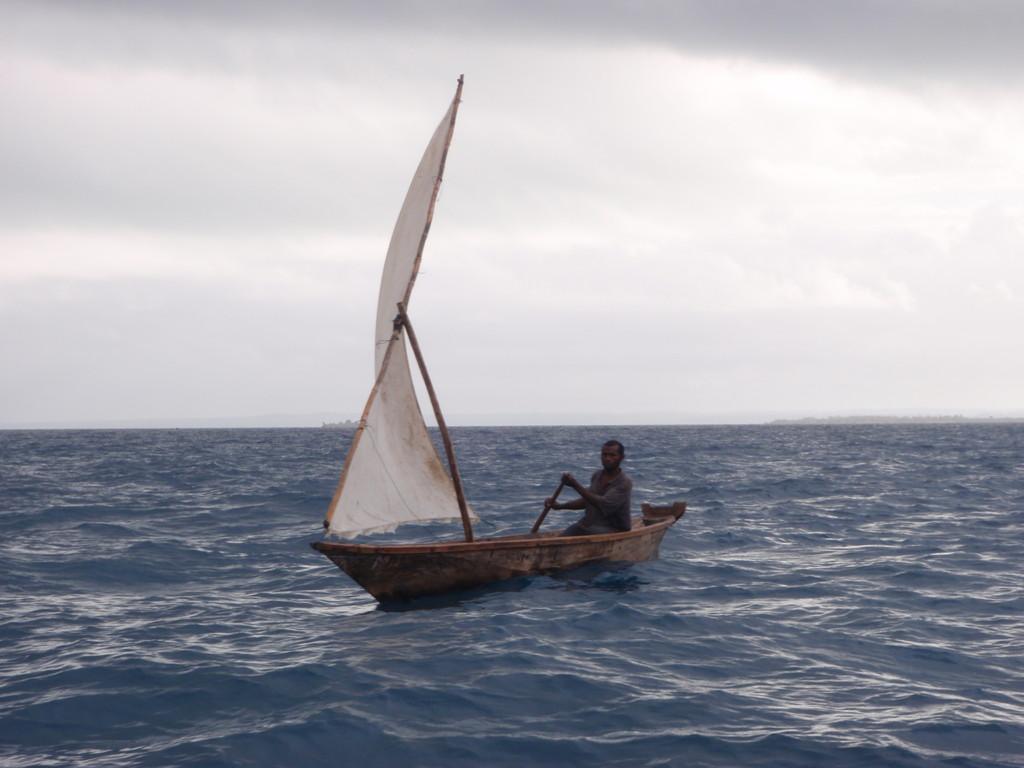 Petit dhow croisé à l'approcche d'Unguja, Archipel de Zanzibar