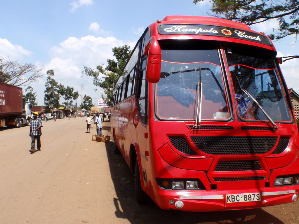 Kampala express sur la route du retour à Nairobi, Kenya