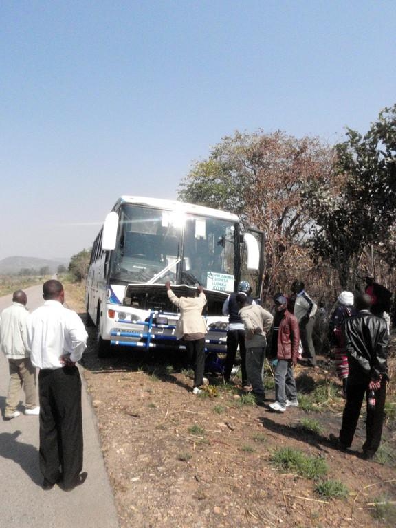 Premier des deux seuls arrêts mécaniques des 16 000km du périple, un reccord assurément, quelque part au Malawi