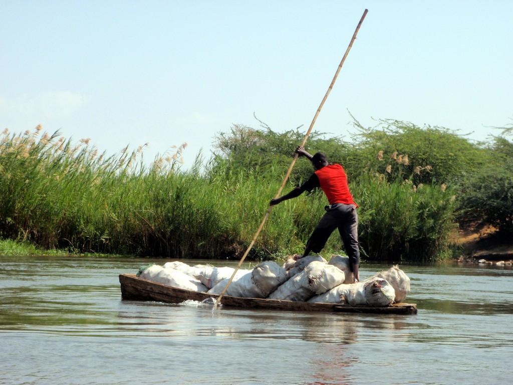 Un passeur au travail, Shire River, Bangula, Malawi
