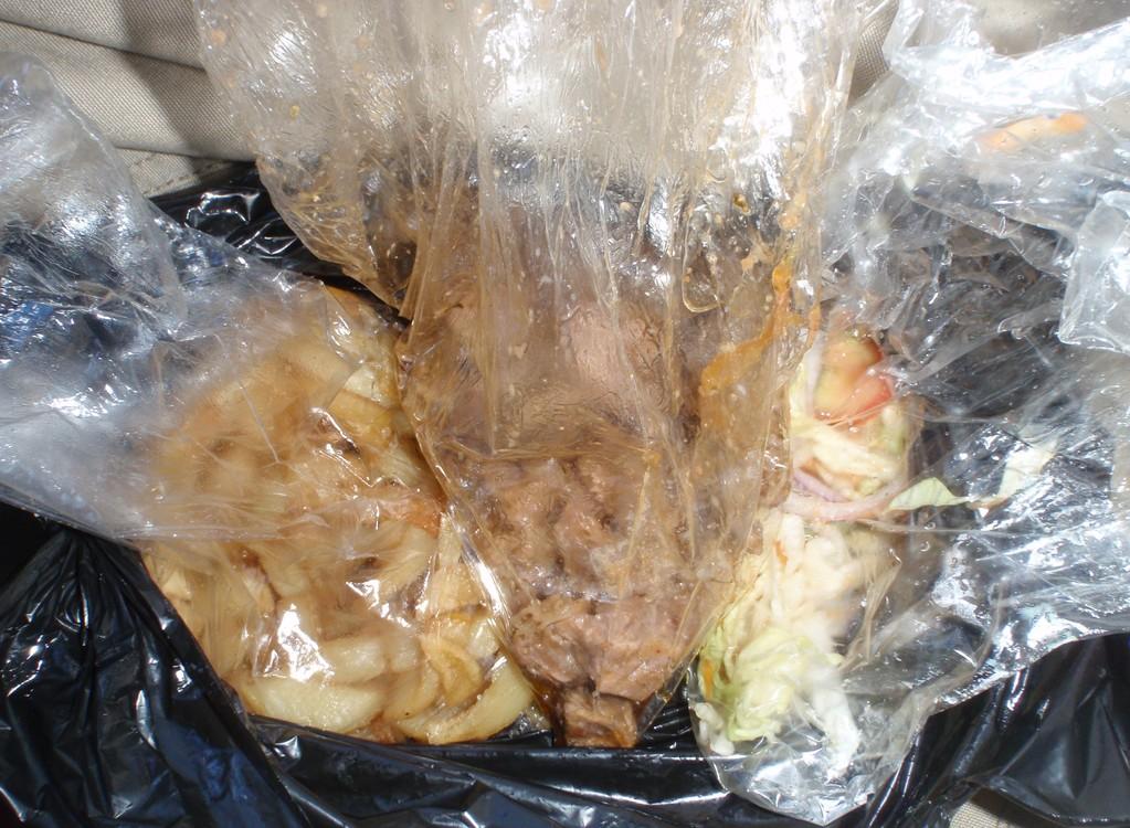 Repas habituel, pommes de terre, chèvre grillée, épices