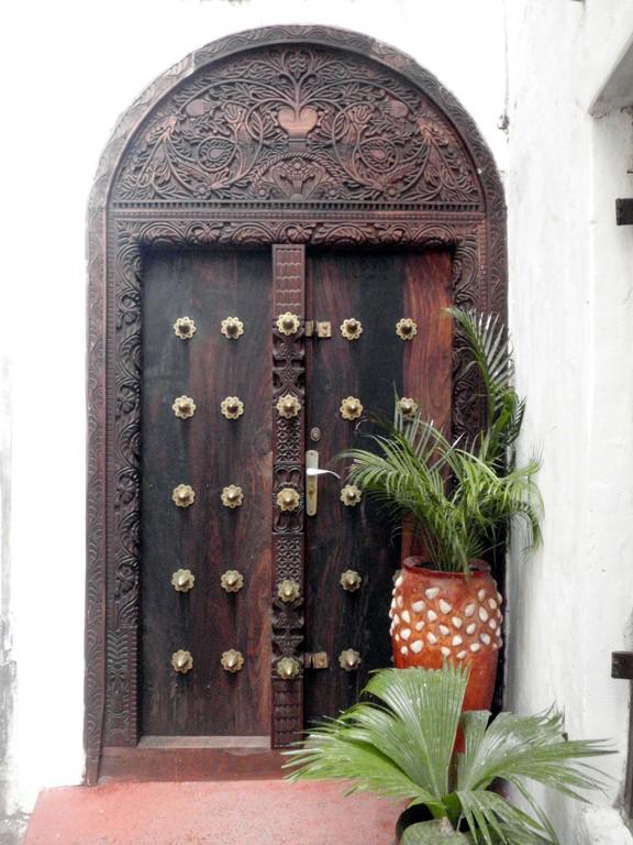 Porte du dédale de StoneTown, Unguja, Archipel de Zanzibar