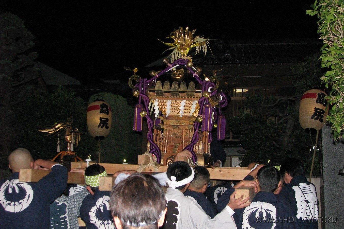 先に島尻の町会神輿が渡御を開始します