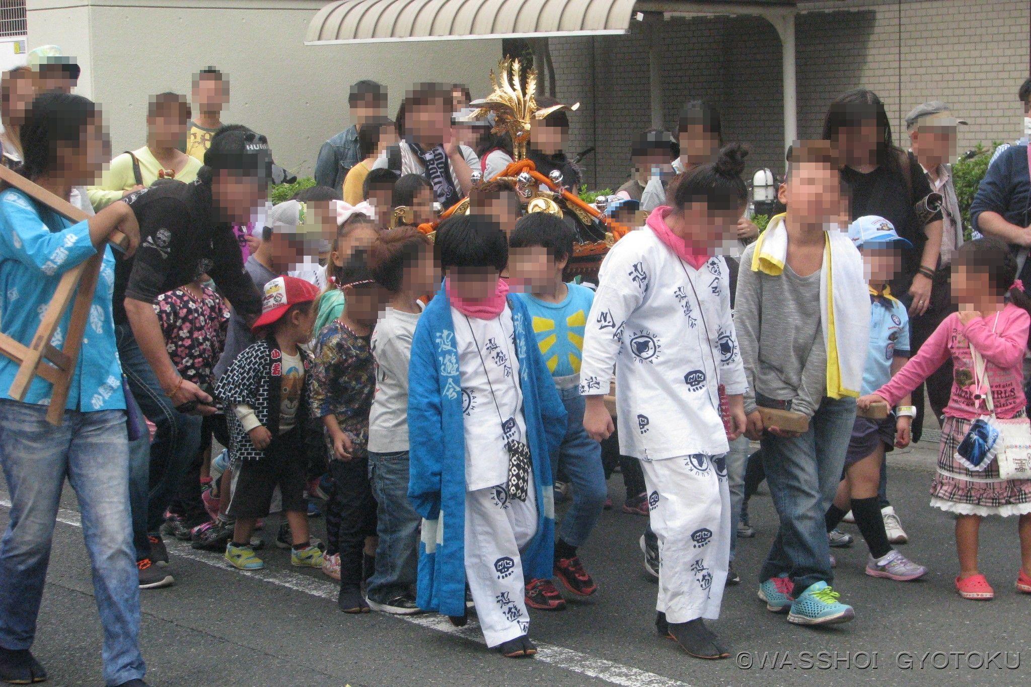 パレードの先頭は 子ども神輿