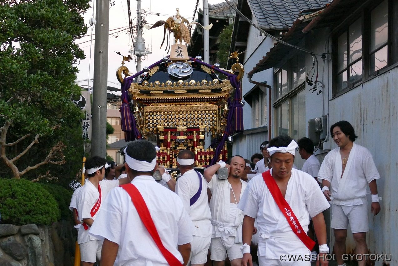 宮入り後は静かに神社へ向かいます