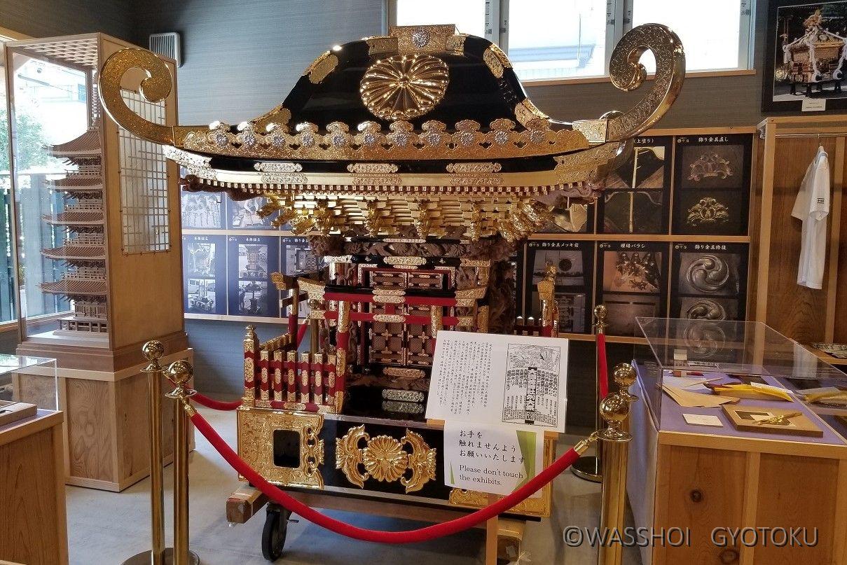 隣接する工場で美しく修復された神輿が、期間限定で展示されることも