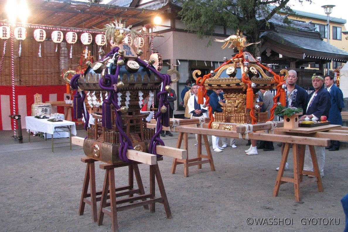 神社神輿のほか、各町の神輿も集結