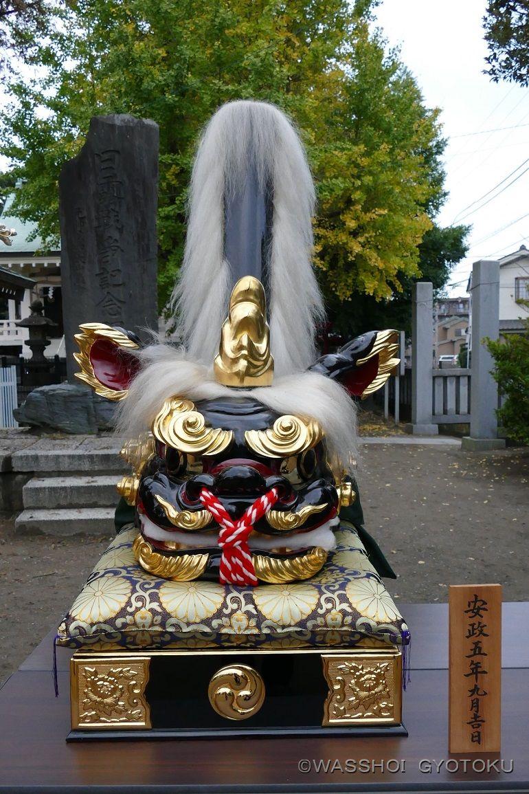 昔の祭りで家々をまわった獅子頭(雄)
