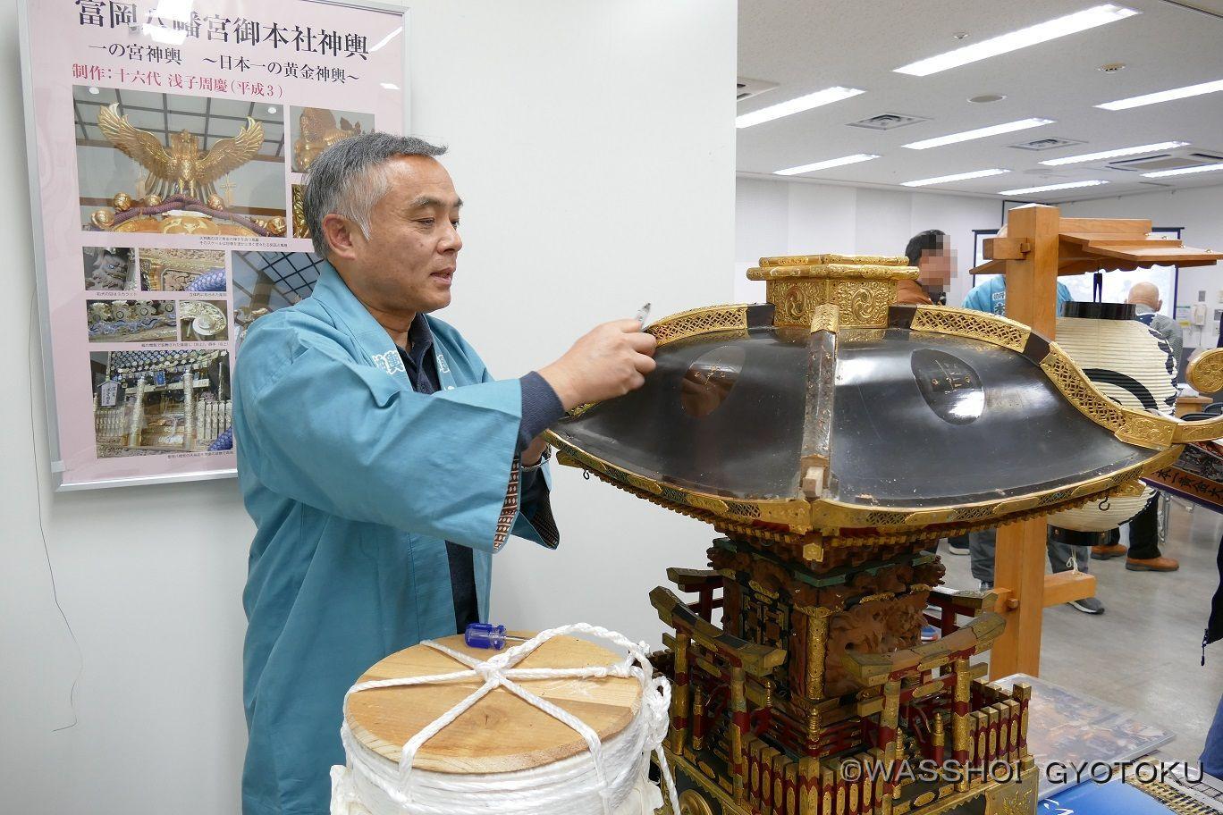 元浅子神輿の職人、藤戸氏による神輿解体の実演