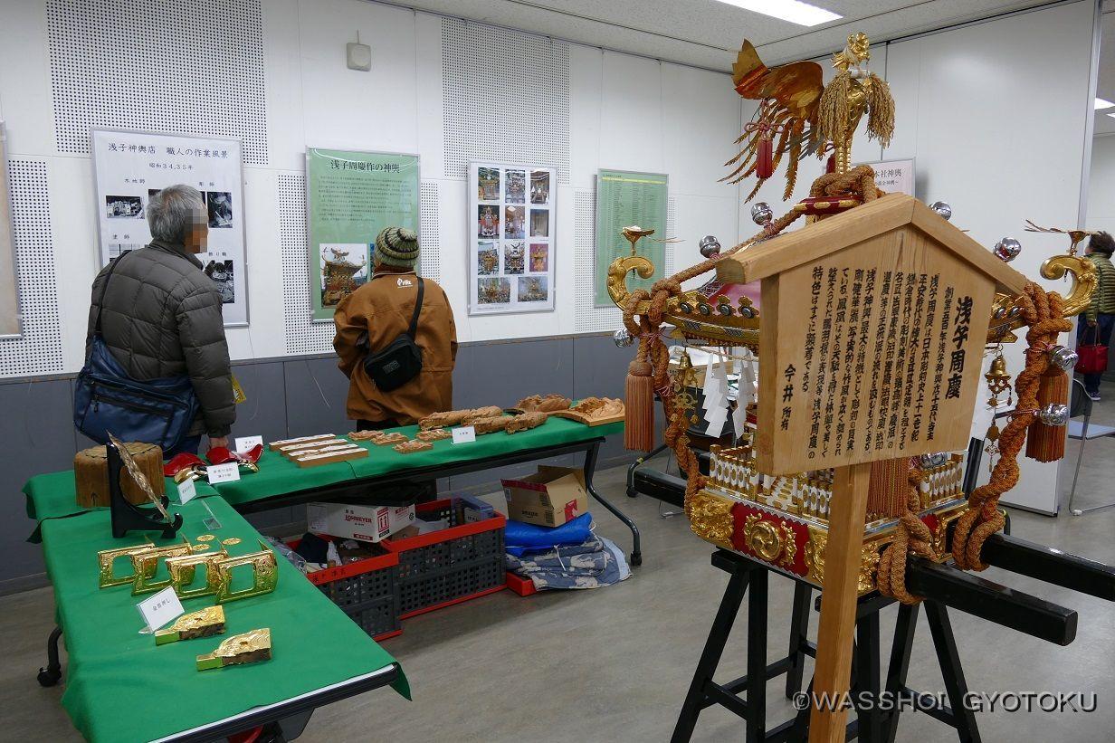 神輿の紹介パネルや、部品、彫刻などの展示も