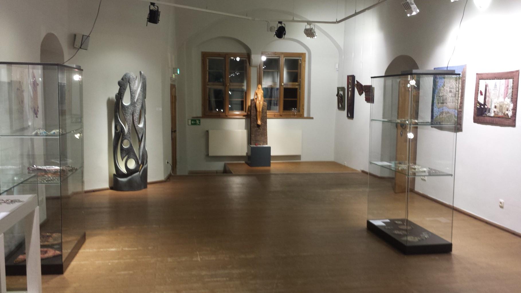 Wasserschloss bei Chemnitz Kaffenbach Art Leben im Holz beteiligt sich an der Ausstellung