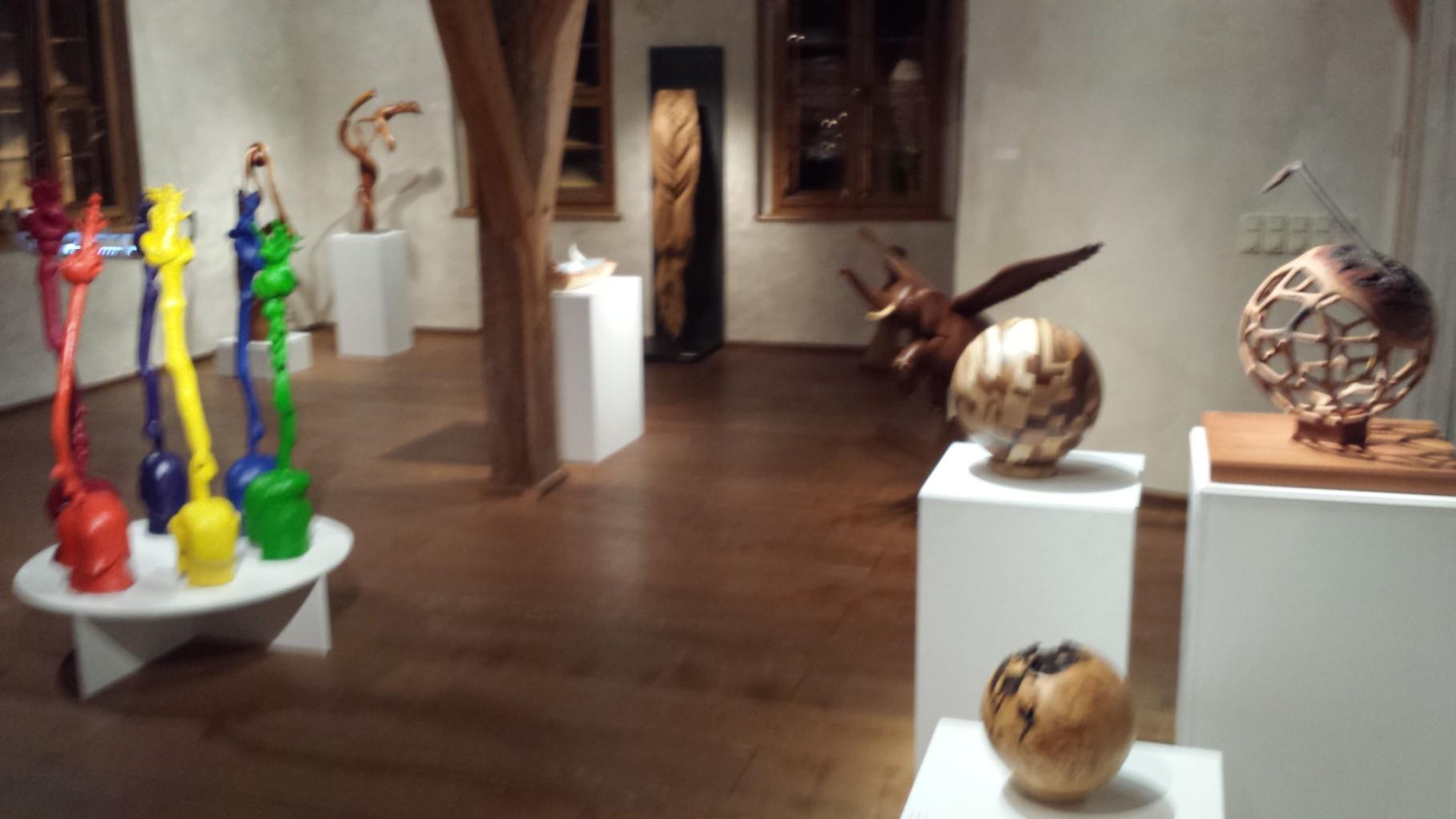 """Kunstausstellung """" Symbol des Lebens"""" mit Art Leben im Holz im Wasserschloss Kaffenbach bei Chemnitz"""