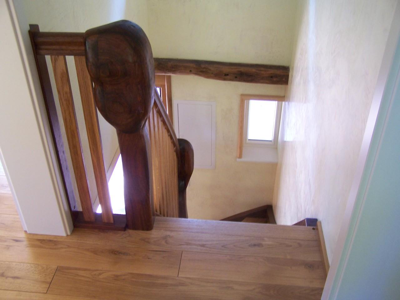 """Schwer & doch Elegant  """"2011""""  Die Treppengestaltung ist eine individuelle Gestaltung, die ihre Treppe zu einem Unikat macht. Die Treppe wird in Form und Holzart individuell ausgesucht und auf das Umfeld der Treppe angepasst."""