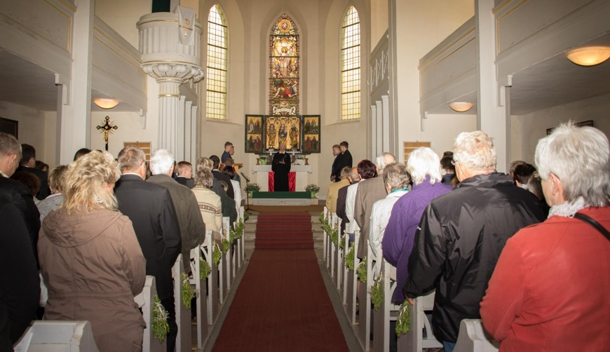 Eine gut gefüllte Lumpziger Kirche