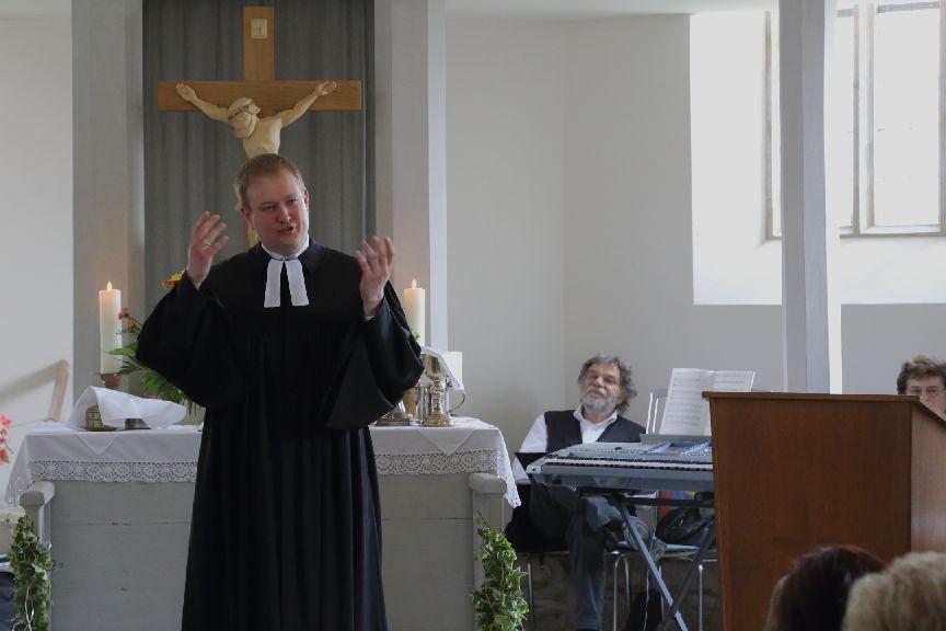 Pfarrer Herbst in Aktion