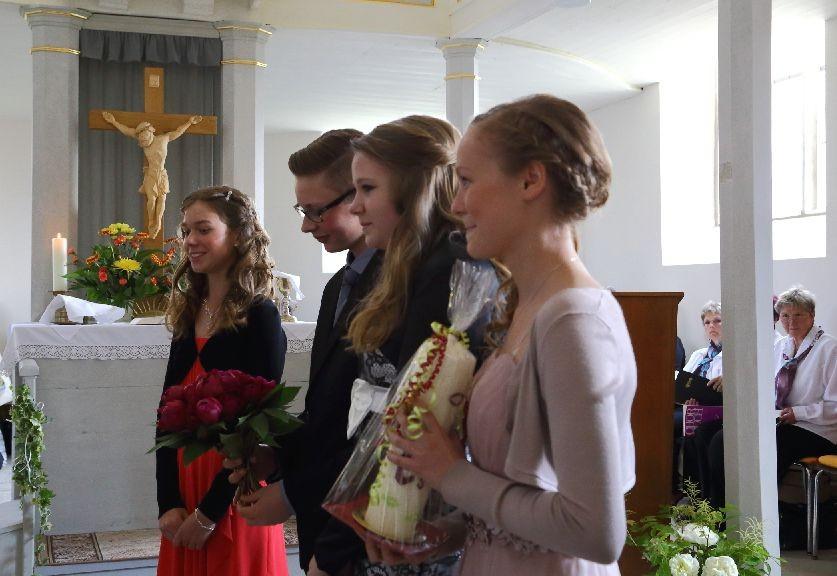 Pfarrer Herbst wird von den Konfirmanden überrascht