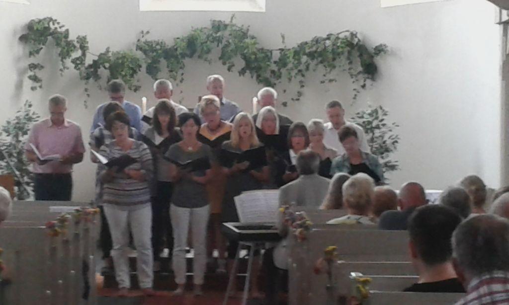 Der Beiersdorfer Kirchenchor unter Leitung von Thomas Erler
