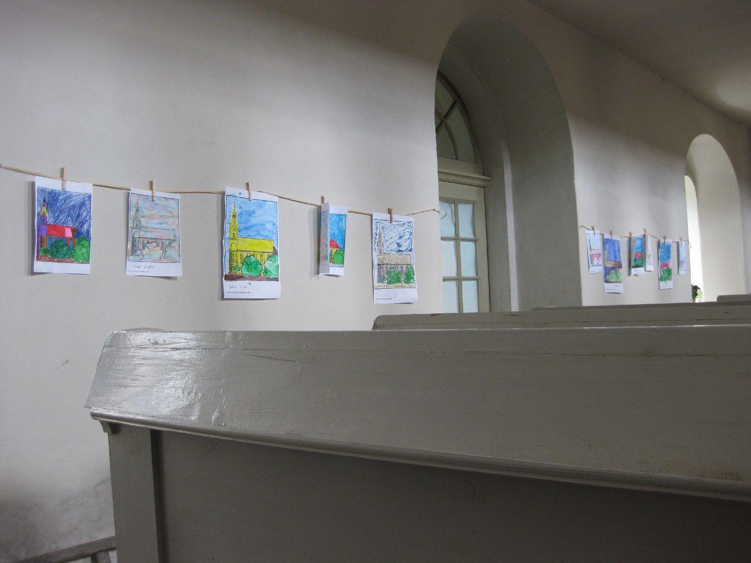 Die Kinder der KiTa Starkenberg haben die Kirche gemalt - jedes auf seine Art