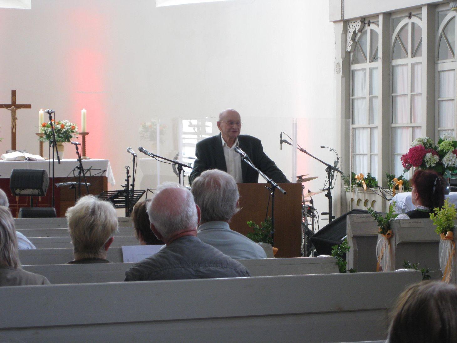 Dr. Adolf Burghardt berichtet uns von der wechselvollen Geschichte der Kirche