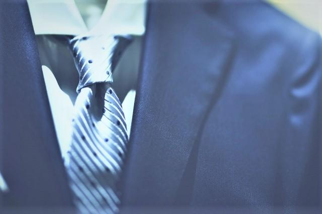 ネクタイ着用時の長さについて