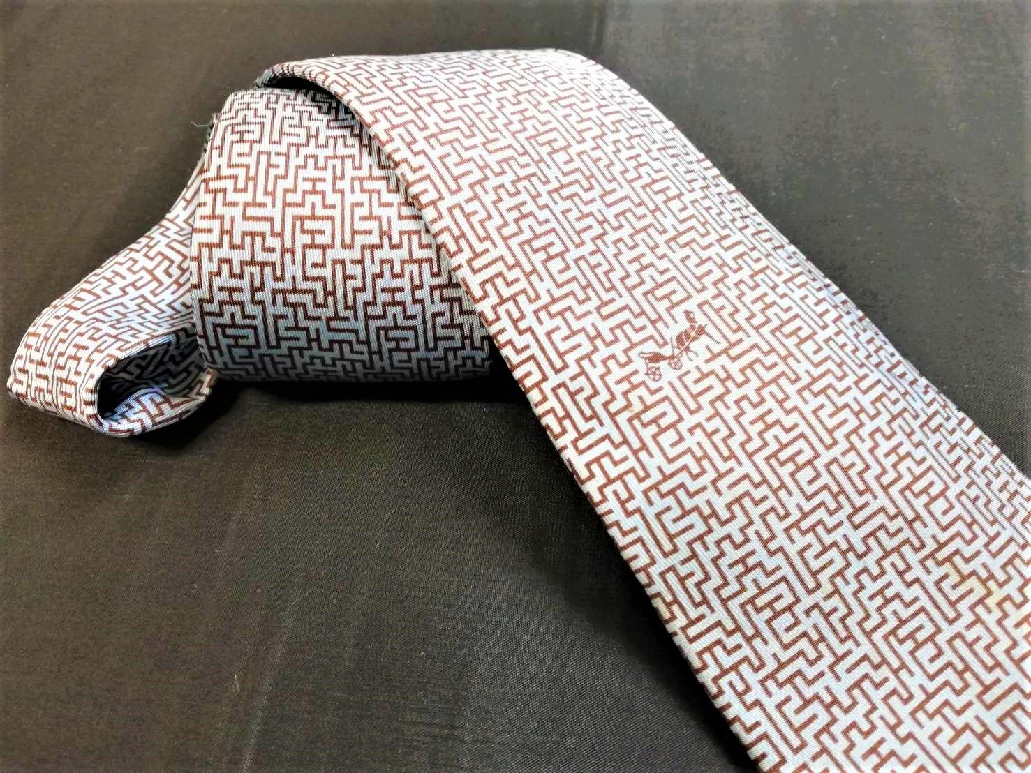 スーツ姿にネクタイは