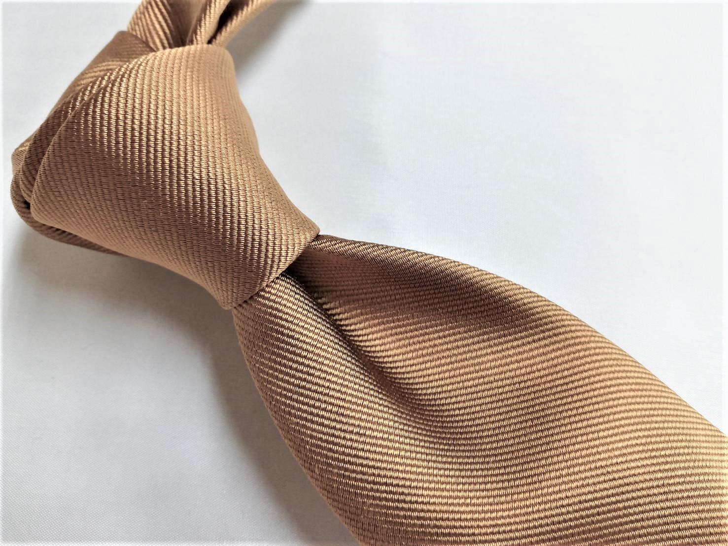 ネクタイのディンプルが似合う柄