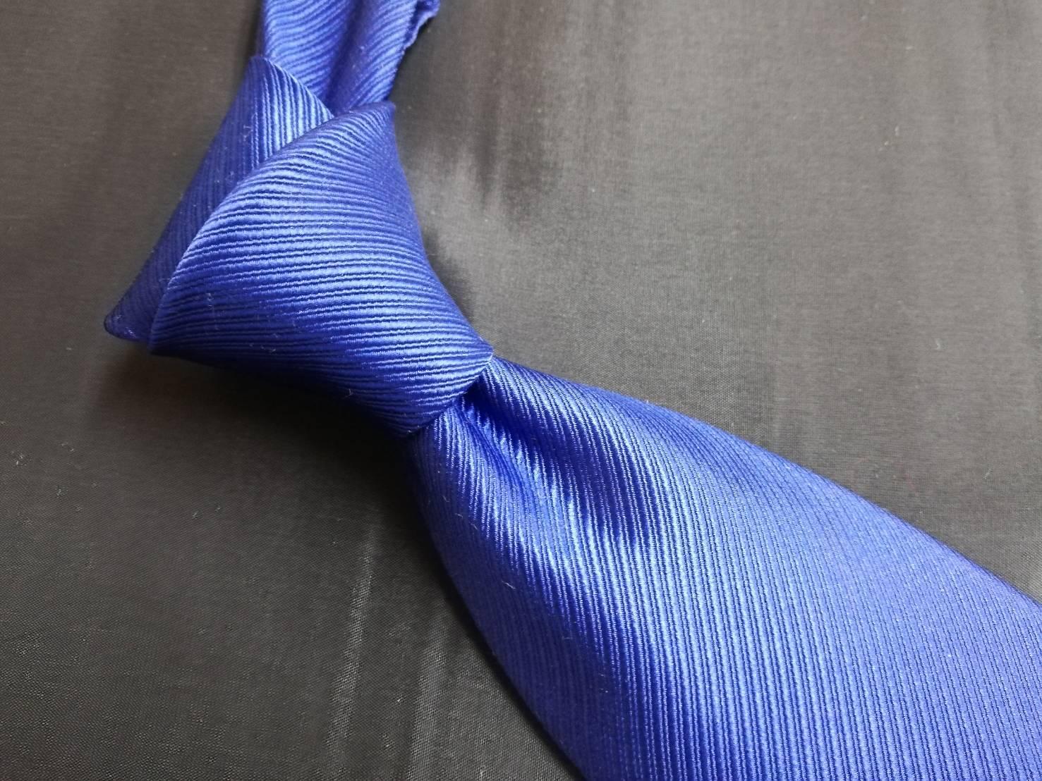 ネクタイのディンプルを美しく保つには