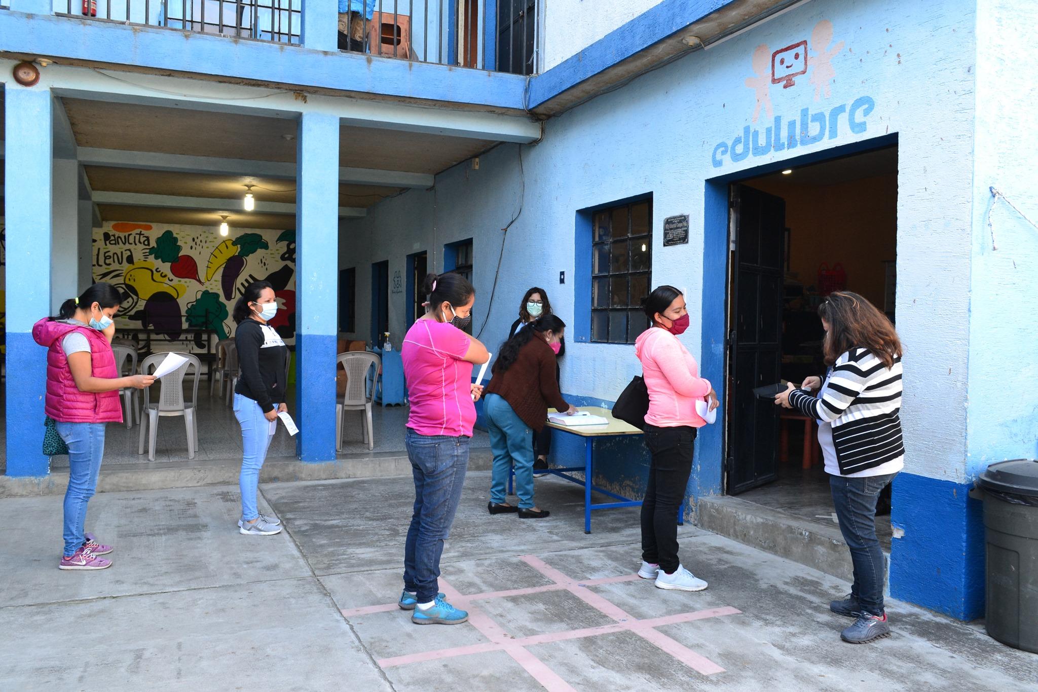Eltern-Lehrer-Treffen (© Niños de Guatemala)