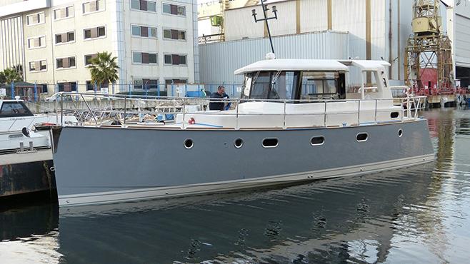 Sparsames und seetüchtiges Verdränger-Motorboot