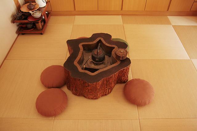 先代からご愛顧いただくお客様には、この火鉢とこんぺいとうを懐かしむ方も多いです