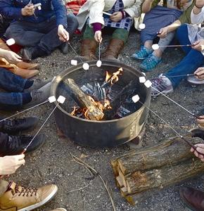焚火を囲んでの焼きマシュマロ&カフェタイムもお楽しみください。